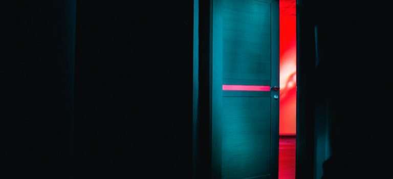 Segni di effrazione sulla porta: cosa fare